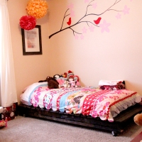 DIY Twin Bed from Wood Pallets